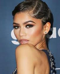 all eyes on zendaya at the red carpet