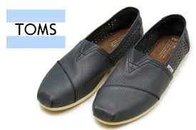 toms launched from the desire of knowing that in 2006 american blake mycoskey blake mycoskie launched toms with brands from california argentina village
