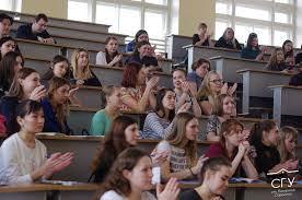 Студенты СГУ им Питирима Сорокина пообщались с министром труда  Еще одно значимое направление работы министерства обеспечение жильем детей сирот Объем бюджета был увеличен по сравнению с 2015 годом почти в два раза и