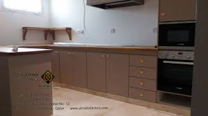 В тази бяла и сива кухня се откроява усещането за яснота и чистота. Furniture Siva Kumar66314810 8755961 Mzad Qatar