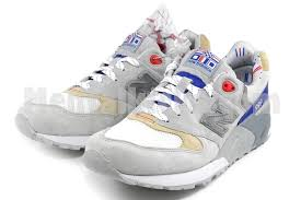 new balance jfk. comes with original box, 3 sets of extra laces, concepts flag keychain, shoe bag. new balance jfk n