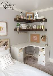 Add more storage to your small space with some DIY floating corner shelves!  Repin and