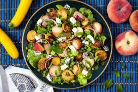 Padahal, jika merujuk pada pengertian diet, sebenarnya tinggal memilih makanan sehat yang kamu senangi sebagai menu makanan dietmu. Aneka Resep Salad Untuk Diet Anda Salad Keju Resep Salad Resep Makanan