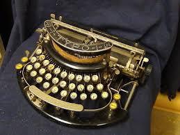Machines à écrire Images?q=tbn:ANd9GcRCEkojrimGGAq4jKcAFpbNPSdw1J8gp66Ey45IeIp9XMl88FNT