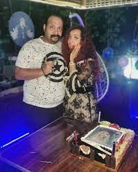 محمد ثروت يحتفل بعيد ميلاد زوجته الفنانة الشابة.. تعرف عليها بالصور