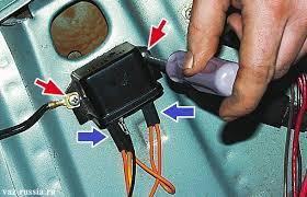 Замена реле лампы заряда АКБ на ВАЗ ВАЗ  Отворачивание винтов и отсоединение всех проводов подсоединяющихся к реле