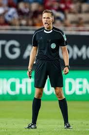 Schiedsrichter und schiedsrichterinnen sind im fußball unverzichtbar. Fussball Bundesliga Schiedsrichter Robert Hartmann 37 Aus Krugzell Im Interview Altusried