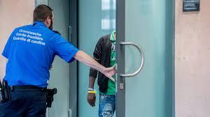 Bildergebnis für Asylsuchende verweigern die Ausschaffung