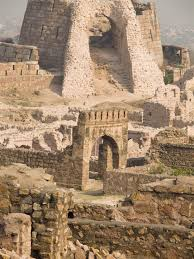 The broken walls of Tughlaqabad