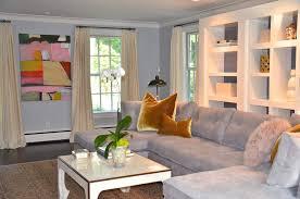 wohnzimmer einrichtung braun grau creme rustikale accessories
