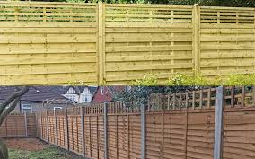 i build a fence next to my neighbours