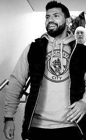 سيرخيو ليونيل كون أغويرو ديل كاستييو (مواليد 2 يونيو 1988) هو لاعب كرة قدم أرجنتيني يلعب في مركز الهجوم مع نادي مانشستر سيتي في الدوري الإنجليزي الممتاز ومنتخب الأرجنتين لكرة القدم. سيرجيو اغويرو عبر إنستغرام Manchester City Arabia Facebook