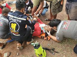 ข่าวด่วนจ.ปราจีนบุรี – 6 ล้อเฮียบ สีส้ม  เสียหลักพุ่งชนบ้านเรือนประชาชนเสียหาย คนขับบาดเจ็บเล็กน้อย โชคดี ยายวัย 83  ปี เจ้าของบ้านปลอดภัย | คมชัด | AEC TV Online : : รวดเร็ว ทันเหตุการณ์  สร้างสรรค์สังคม