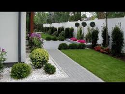 small beautiful front yard landscaping