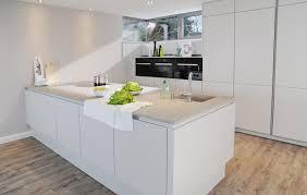 Weiße Küche Mit Weißer Arbeitsplatte Weise Kuche Weiser Kiefer