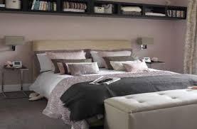 el Dormitorio Con Cojines