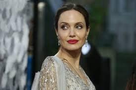 mac cosmetics reveals red lipstick