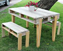 Rebuilt pallet table with two benches