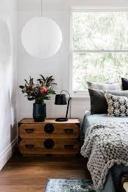 Schlafzimmer Einrichten Inspiration Holz Nachttisch Lampe