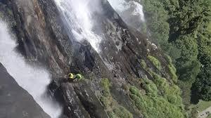 Cascate Acquafraggia incidente 42enne cade per un selfie e muore
