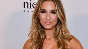 Jessie James Decker Cries Over Bullying ...