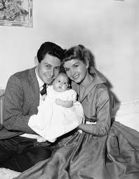 eddie fisher debbie reynolds. Unique Fisher Debbie Reynolds Junto A Su Marido Eddie Fisher Y Hija Carrie And N