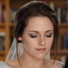 i love this picture of bella because we get to see the makeup and the application in del the look is subtle and beautiful on the video below to