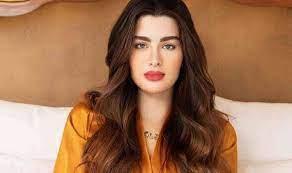 """روان بن حسين تنعي والدتها بكلمات مؤثرة: """"راح اشتاقلج يما"""""""