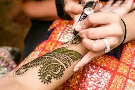 Elaborate Henna Designs An Artist Who Paints Brides With Elaborate Henna Designs Wsj