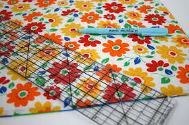 Quick & Simple Reversible Quilted Placemat Tutorial | Whipstitch & I like quilting ... Adamdwight.com