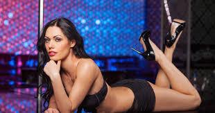 Strip club girls behavior