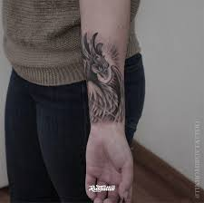 птица феникс на запястье татуировки Rustattooru челябинск