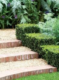Natursteine sind vielerorts, auch in der schweiz durch die zahllosen berge, als abbaubares material vorhanden. Gartentreppe Selber Bauen Und Sich Den Weg Durch Den Garten Erleichtern