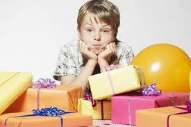Expertos recomiendan no regalar más de tres juguetes a los niños con TDAH