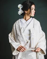 伝統の白無垢 まとめすぎないヘアスタイルに蘭のヘアコサージュが