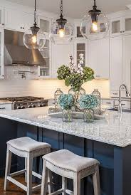 hanging pendant lights above kitchen island