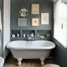 laminas decorativas, baño vintage con techo alto, bañera y