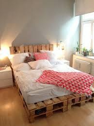 Manche von ihnen sind höhenverstellbar, andere lassen sich später zum. ᐅ Palettenbett Selber Bauen Diy Europaletten Bett Anleitung