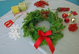 Christmas Wreath Ideas Ordments Imanada Decoration Natural Pine Needles To  Decorate A Coupled Some Small Ornaments ...