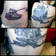 татуировки танки и авиация в стиле реализм черно серая