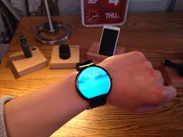 motorola 360 smartwatch. i had a chance to try out the gadget, and apart from fact it was little big, have no complaints. watch face is touchscreen, responds motorola 360 smartwatch r