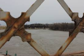 news commons photo essay winnipeg bridges oh oh oh miss alyssa an old train trestle across the red river can be seen from louise bridge