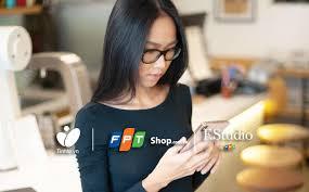 Người đẹp và công nghệ: iPhone Xs Max trong tay mẫu nhỏ nhỏ ...