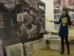 В малом выставочном зале РГГУ состоялось открытие выставки  По итогам обучения каждый студент подготовил красочный макет детально иллюстрирующий дипломную работу и портфолио своих творческих работ выполненных за
