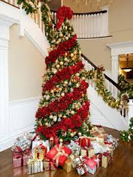 This isn't technically a red Christmas tree, but is a standard green Christmas  tree draped in thick and lush rose garland. The garland is alternated with  ...