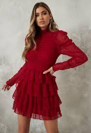 Les robes patineuse ont une coupe avantageuse et sont faciles à porter. Mini Robe Patineuse En Tulle Rouge A Pois Et Col Montant Missguided