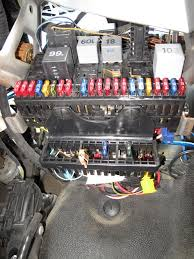 2 5 tdi picture of fusebox pleeease relay problem vw t4 i ve got a 2003 2 5 tdi same engine as yours ajt i did take a resonable photo of my relay box a while back so here you go >>