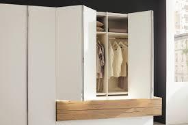 Moderner Kleiderschrank Lackiertes Holz Aus Nussbaum