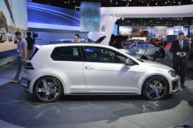 VW Golf R 400 and Golf R Variant: Only One Of These Might Come to US
