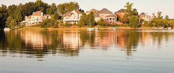 waterfront homes at unforgettable lake